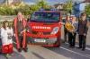 Feuerwehrkurat Franz Winter, Ehrenkommandant Fritz Grass, Patin Christa Schnauer und Kommandant Josef Fischer (von links). Foto: Leneis