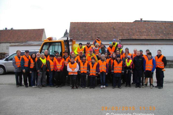 Feuerwehrjugend unterstützt Müllsammelaktion