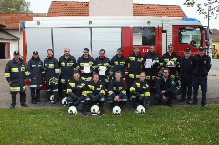 Feuerwehr Grunddorf absolvierte Ausbildungsprüfung Löscheinsatz mit 3 Gruppen