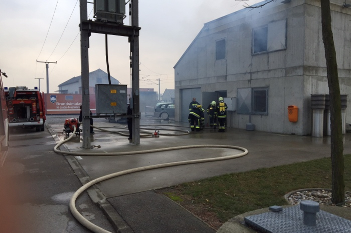 Feuerwehren des Abschnittes übten im Brandhaus Tulln