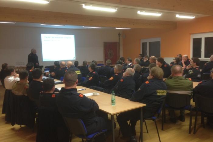 Feuerwehrkommandanten und Stellvertreter des Abschnittes Langenlois bildeten sich fort
