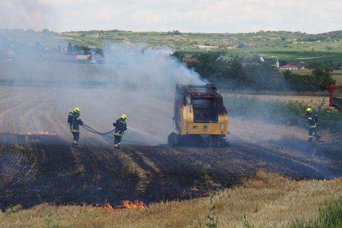 Strohpressenbrand in Kammern