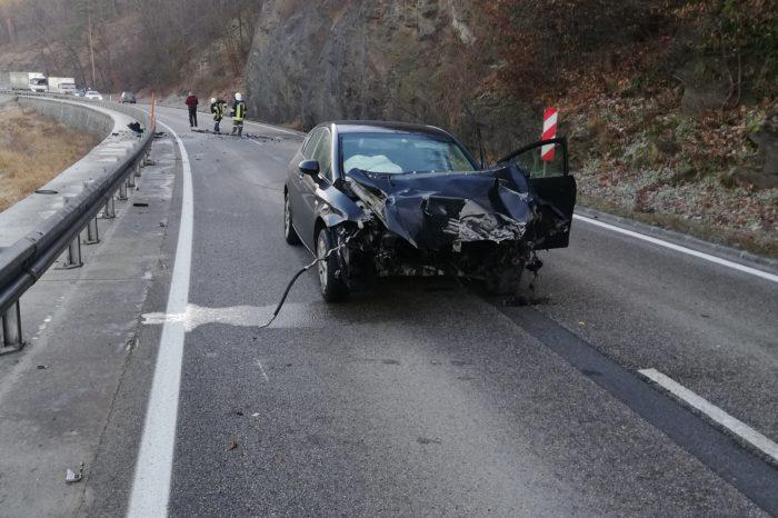 Verkehrsunfall auf der B34 für die FF Plank