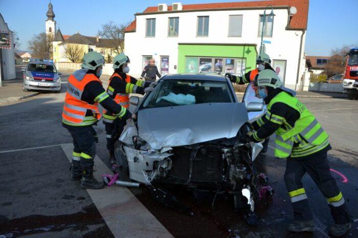 Verkehrsunfall auf der Rathauskreuzung Etsdorf